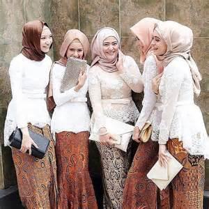 Tampil Cantik dengan Batik Modern